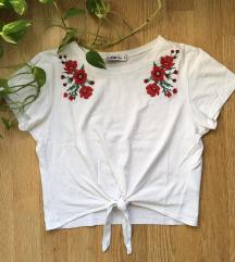 Hímzett virágos póló