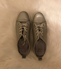 Ezüst fűzős cipő