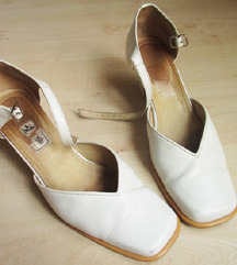 Ekrü, magassarkú cipő, 39