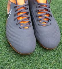 Nike focicipő