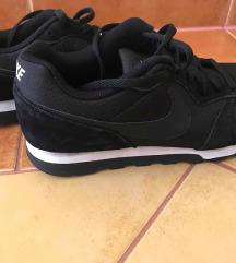 Eladó Nike utcai cipő