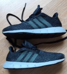 Adidas : 35