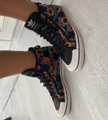Adidas magas szárú cipő