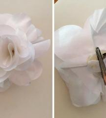 Fehér virágos hajcsat / kitűző