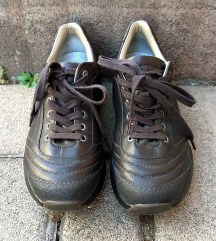 MBT gördülő talpú cipő