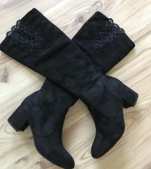 Gyönyörű fekete térd csizma