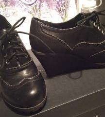 Telitalpú fűzős cipő
