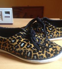 Adidas leopárd mintás cipő
