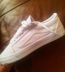 Eladó 42-es fehér szövet vans cipő