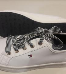 Tommy Hilfiger 38-as fehér vászoncipő