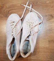 Púderszínű velúr tornacipő