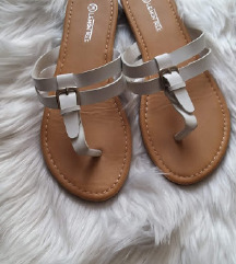 Fehér papucs