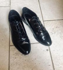 Stradivarius fekete üveghatású cipő