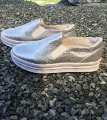 Slipon cipő
