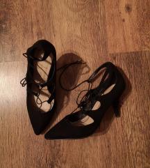 Fekete megkötős cipő
