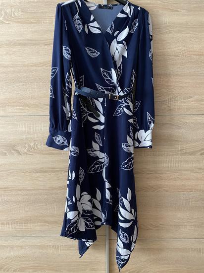 Gyönyörű kék-fehér virágos aszimmetrikus ruha