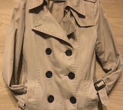 Gombos bézs kabát