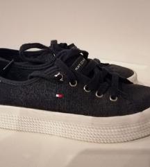 Tommy Hilfiger sötétkék platform cipő 37