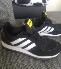 35-ös fiú adidass cipő