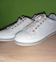Bézs csillogós cipő