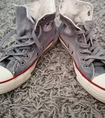 37-es magasszárú converse cipő