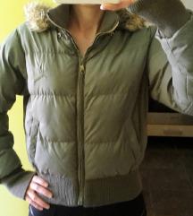 Kenvelo pufi, kapucnis khaki télikabát, dzseki
