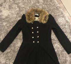 Fekete szőrmés elegáns kabát