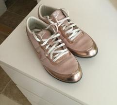 Nike arany cipő