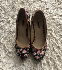 ÚJ Rózsás éktalpú cipő