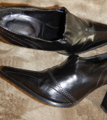 Magassarkú fekete bokacipő 40-es