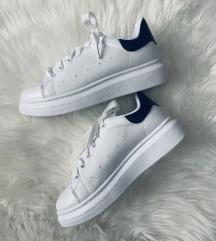 Fehér platformos cipő