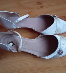 Ekrü színű alkalmi cipő