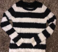 Fekete fehér csíkos pulóver