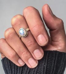Gyöngyházfényű gyűrű