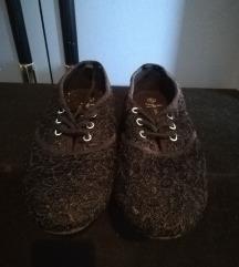 Fekete csipkés cipő