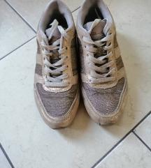 Arany sneaker