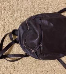 Fekete kis hátizsák