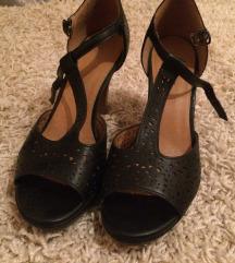 37-as akalmi cipő