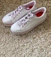 Bershka cipő 37