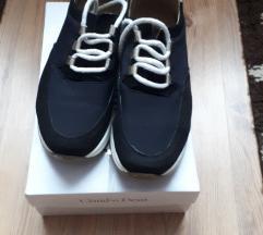Nöi cipő