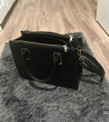 Közepes méretű fekete táska