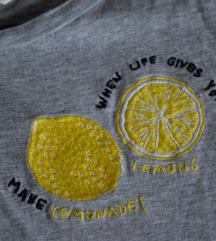 Feliratos szürke póló