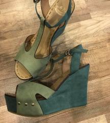 Zöld telitalpú cipő