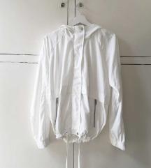 Fehér széldzseki esőkabát