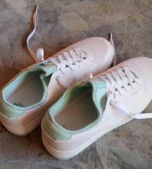 Fehér-zöld cipő