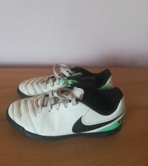 Műfüves Nike foci cipő 33-as ingyen posta