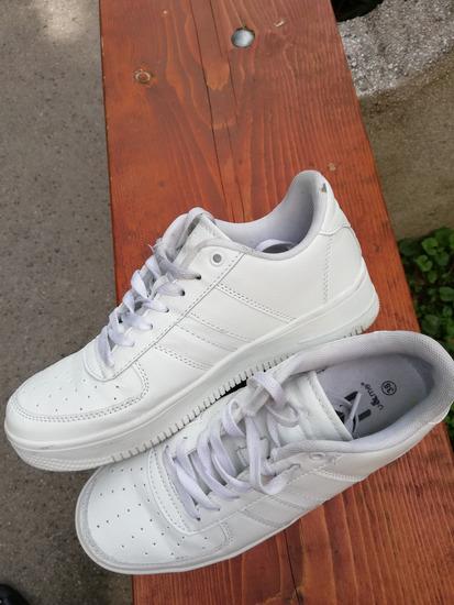 Fehér oldschool sneaker