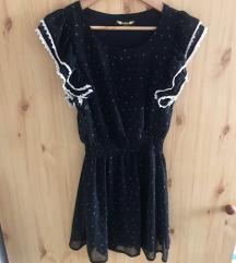 Fodros vállú fekete mintás ruha