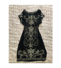 Fekete virágos csinos ruha
