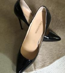 Uj sosem viselt high heels alkalmi